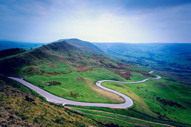 Mam Tor, Peak District. Image by Chris2766 (via Shutterstock).